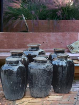 black-ceramic-vintage-pot