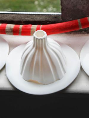 Igloo-striped-porcelain