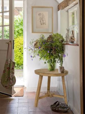 elm-wood-round-table-hallway